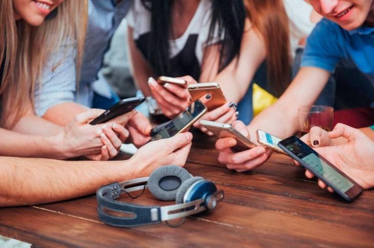 ¿Eres adicto al móvil? Aquí te indicamos los síntomas principales