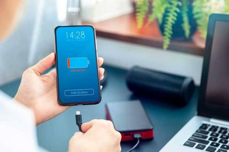 Por qué la batería de mi móvil se descarga sin usarlo