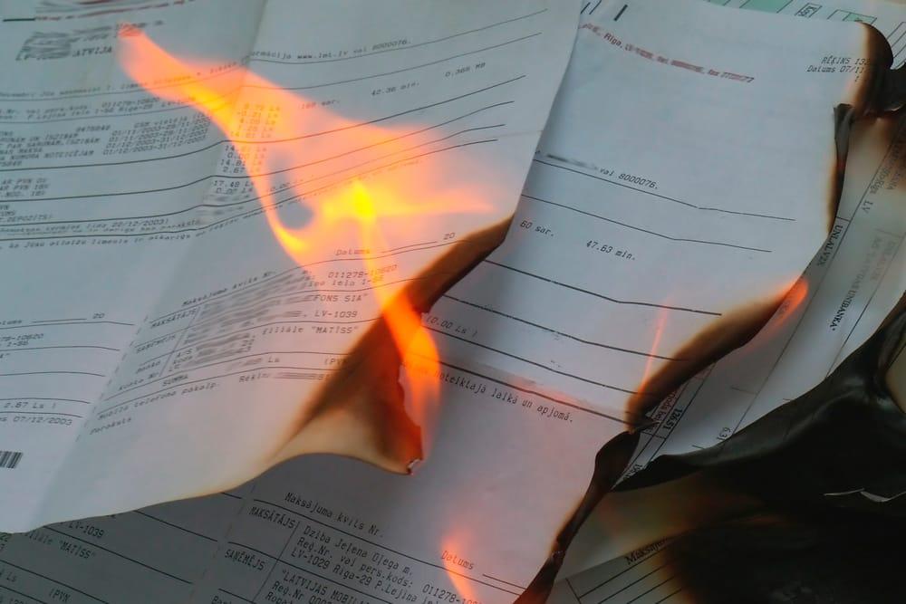 documento-quemado-fuego