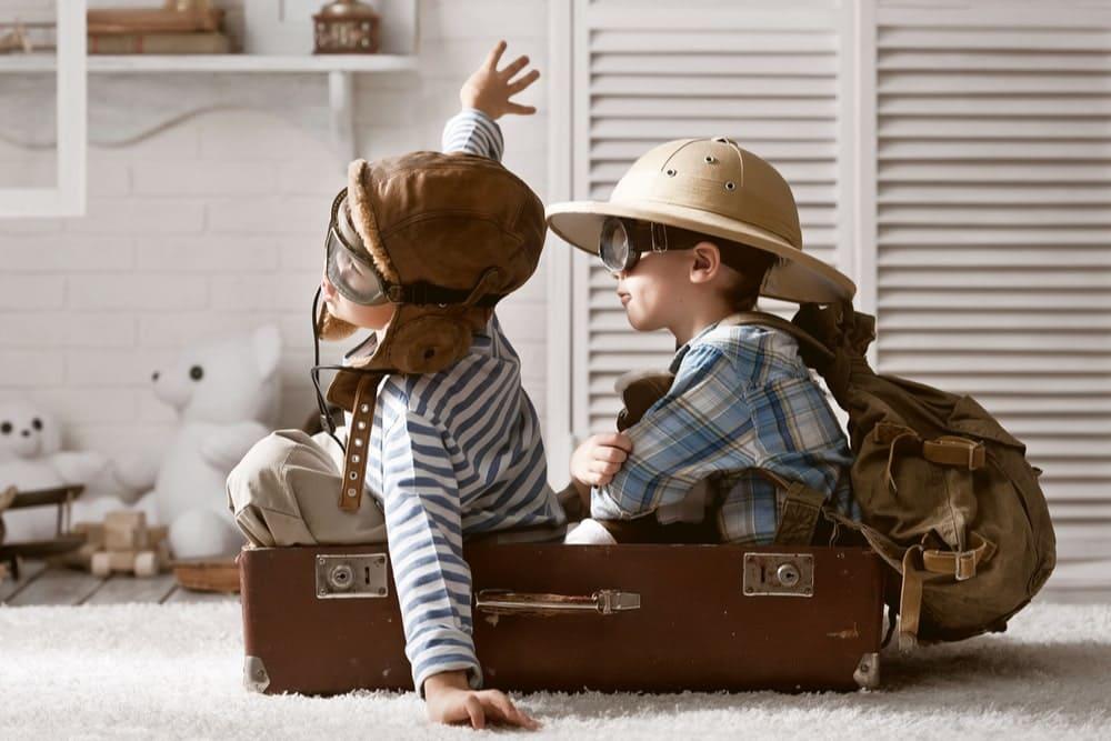 ninos jugando viajar
