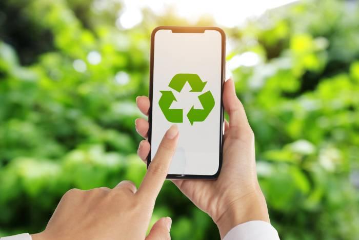 Móvil con el icono del reciclaje