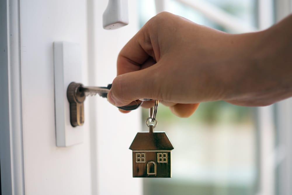 puerta-mano-llave-casa