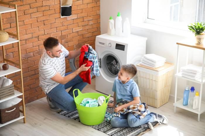 Trucos para ahorrar luz mientras haces tareas domésticas